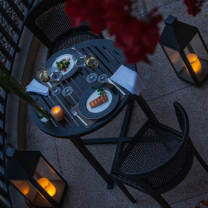 Balcony Dining / Unique Dining Experience at Oasis